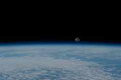 Moon-rise-over-Earth-horizon-2020