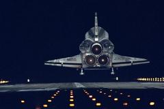 Endeavour - atterraggio notturno