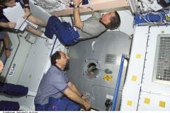 STS-100 Apertura modulo Raffaello